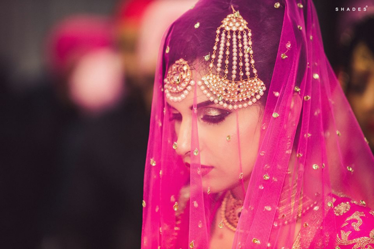 Todays Indian Brides Are Confident And No Longer Shy But A Traditional Veiled Wedding Pose Should Make It To Your Photo Album Youll Ooze Our Magificence