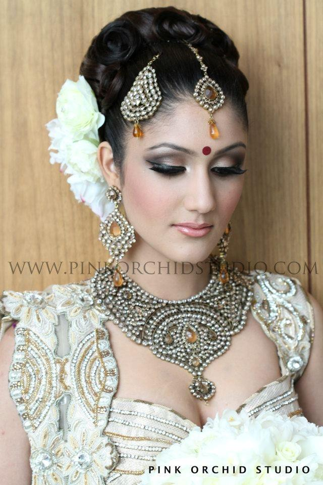 Bridal Makeup Online : 12 Maang Tikka and Jhoomar Looks