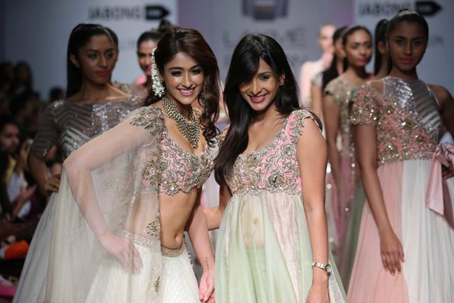 Anushree-Reddy-Lakme-Fashion-Week-Summer-Resort-2014-Ileana-DCruz-showstopper