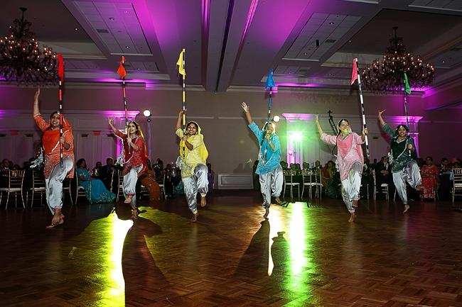 indian-wedding-reception-bhangra-performers