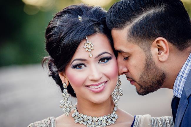 Indian-Punjabi-bride-in-kundan-diamond-necklace-earrings-and-tikka