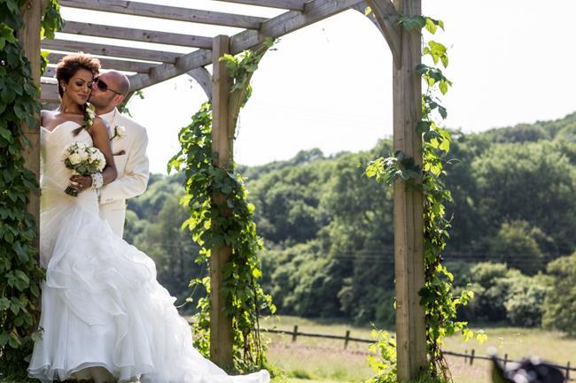 11a-indian-wedding-outdoor-portrait-trellis